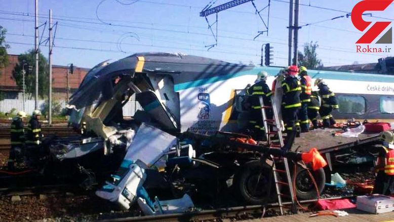 تصادف هولناک قطار سریع السیر با کامیون در لهستان +عکس