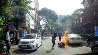فیلم لحظه آتش گرفتن یک موتورسیکلت با دو راکب در خیابان+ عکس