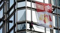 مرد عنکبوتی فرانسوی با هدف انتقال پیام صلح از ساختمان ۶۲ طبقه بالا رفت