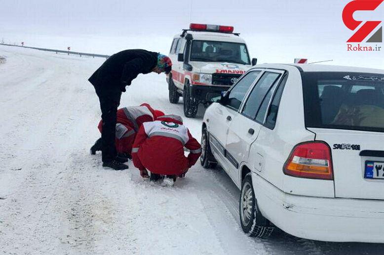 70 خودرو در برف سنگین جاده چالدران گرفتار شده بودند
