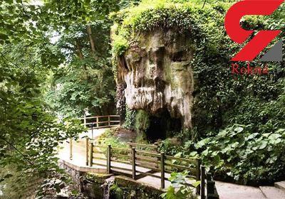 آبشار عجیبی که اشیا را به سنگ تبدیل میکند