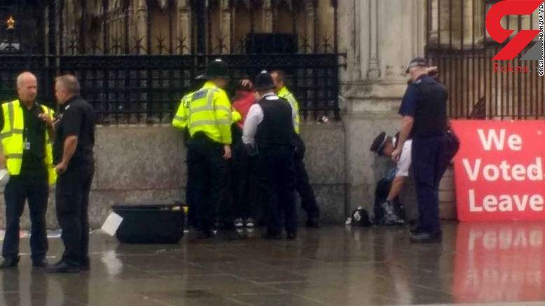 خودسوزی مقابل پارلمان انگلیس