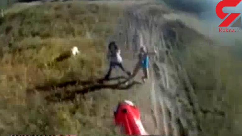 تصادف وحشتناک با یک دختر هنگام حرکات نمایشی با موتورسیکلت + فیلم