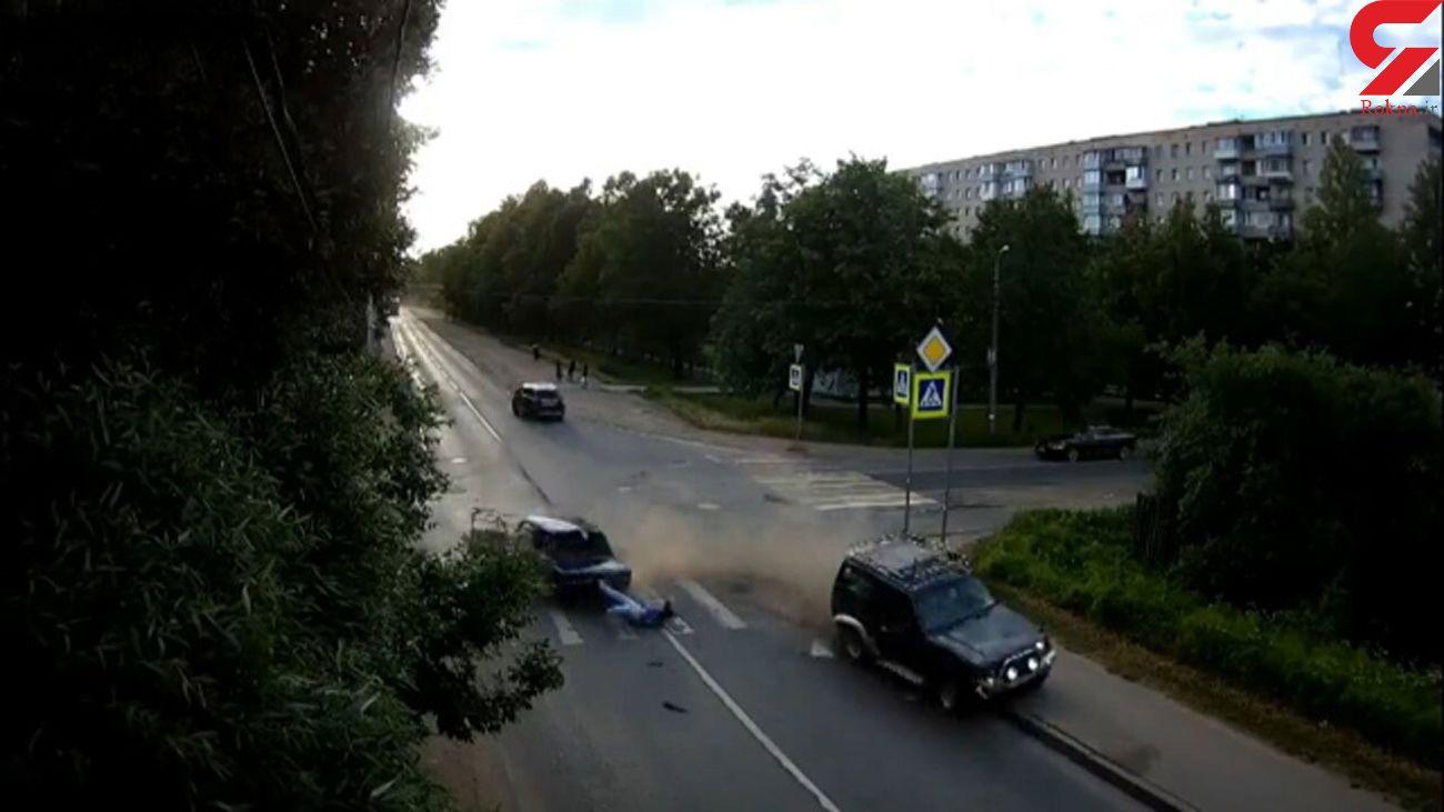 حادثه وحشتناک برای راننده خودرو سواری+ فیلم