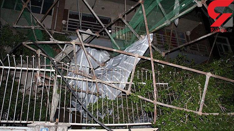 سقوط داربست فلزی در خیابان امیرآباد شمالی