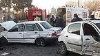 راننده خانم در تصادف شدید سه خودرو در محله 13 آبان در داخل خودرو محبوس شد
