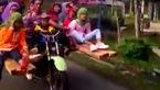 تاکسی موتوری با 9 مسافر + ویدیو