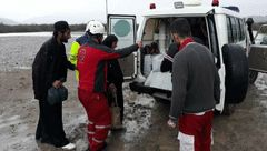 مادر باردار دیواندرهای گرفتار در برف نجات یافت