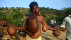 رفتار عجیب مردم روستا با این مرد و شکل و شمایل وحشتناکش ! +تصاویر