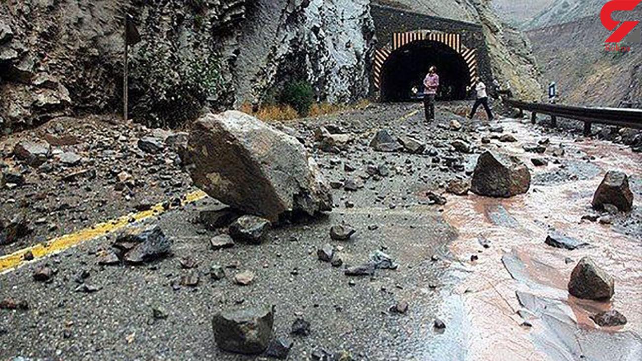 جاده هراز بر اثر ریزش کوه بسته شد