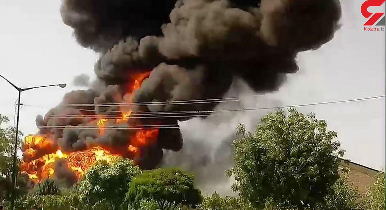 آتش سوزی هولناک در پارکینگ خودروهای سنگین / در کرمانشاه رخ داد