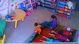 اقدام کثیف پرستار مهد کودک  با پسر 9 ماهه در برابر دوربین مدار بسته + فیلم (16+)