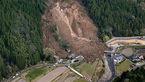 رانش شبانهی زمین در ژاپن ۶ نفر را مدفون کرد + عکس