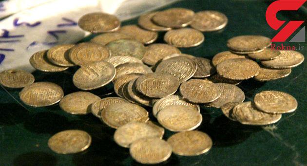 کشف اشیای عتیقه و سکه باستانی در سمیرم