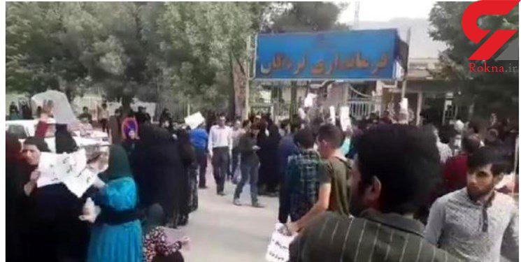 حمله معترضان شیوع ایدز در لردگان به دفتر امام جمعه