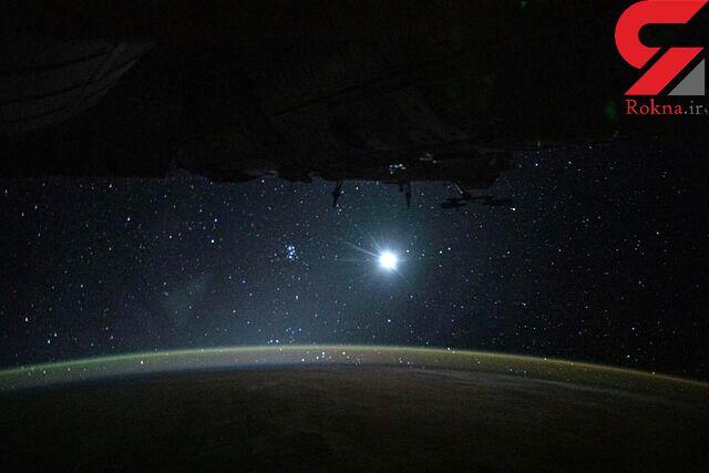 زمین، ماه و ستارگان در یک قاب