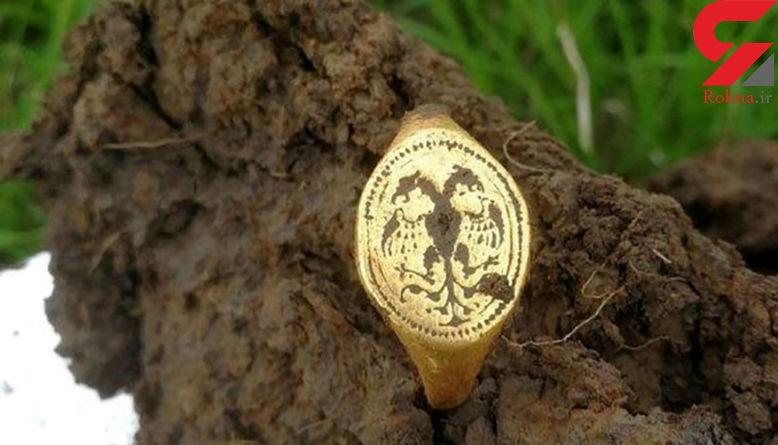 کشف انگشتر طلای متعلق به دوره الیزابت اول در یک مزرعه! + تصاویر