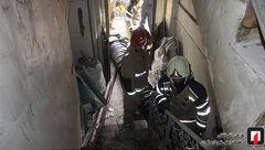 مهار آتش در ساختمان قدیمی + عکس