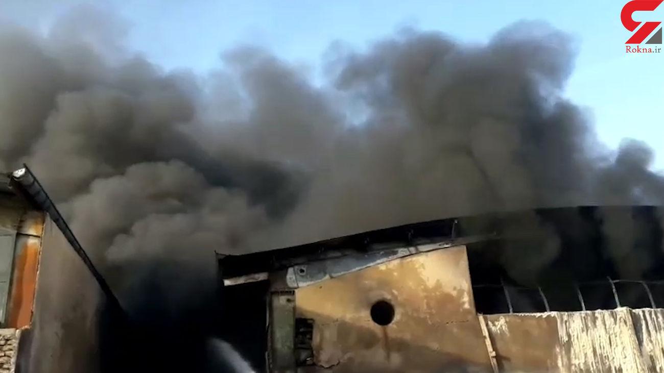 فیلم آتش سوزی گسترده در کارخانه تزریق پلاستیک پردیس + فیلم