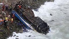 واژگونی اتوبوس در پرو 44 کشته برجای گذاشت + عکس