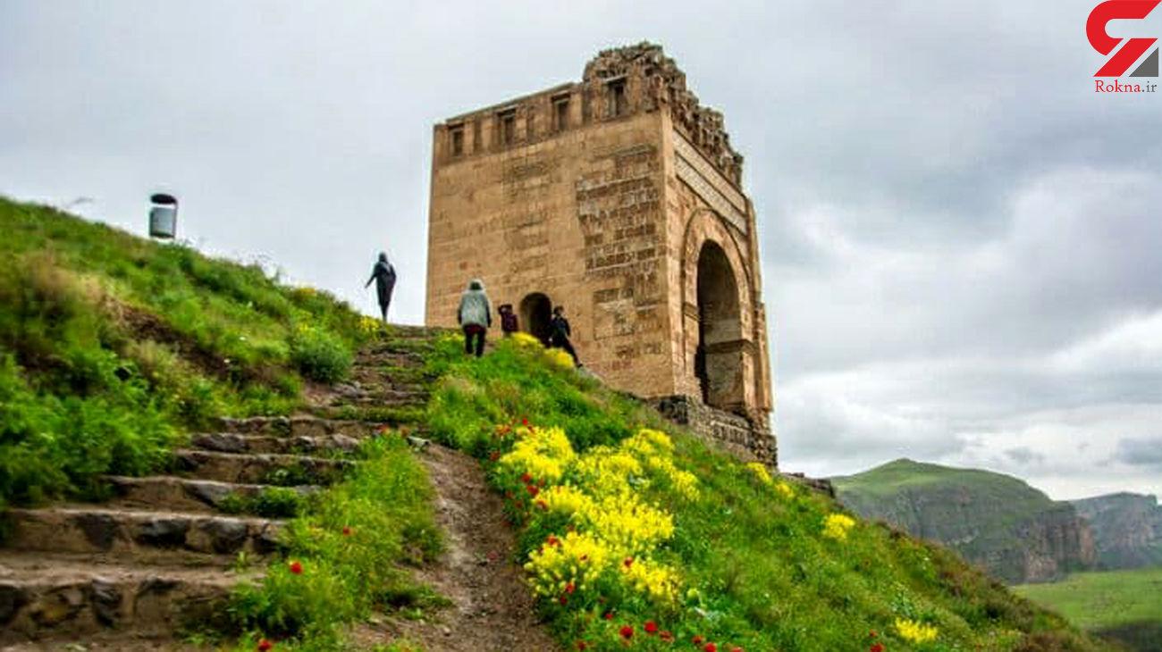 تخت جمشید آذربایجان دیوار خاطرات گردشگران
