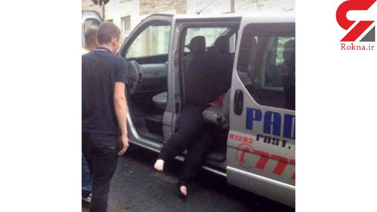 زنی چاق بین صندلی های تاکسی گیر افتاد+عکس