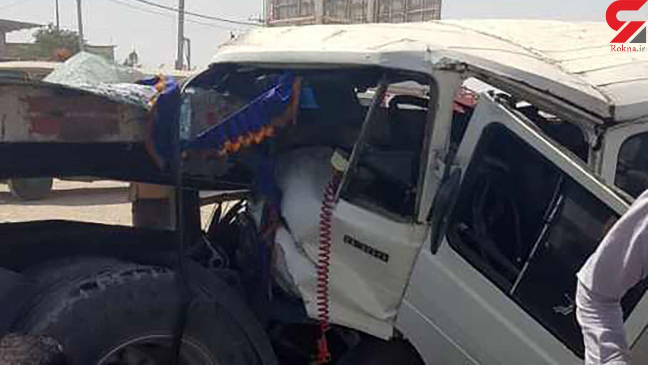تصادف کامیون و مینی بوس در اصفهان