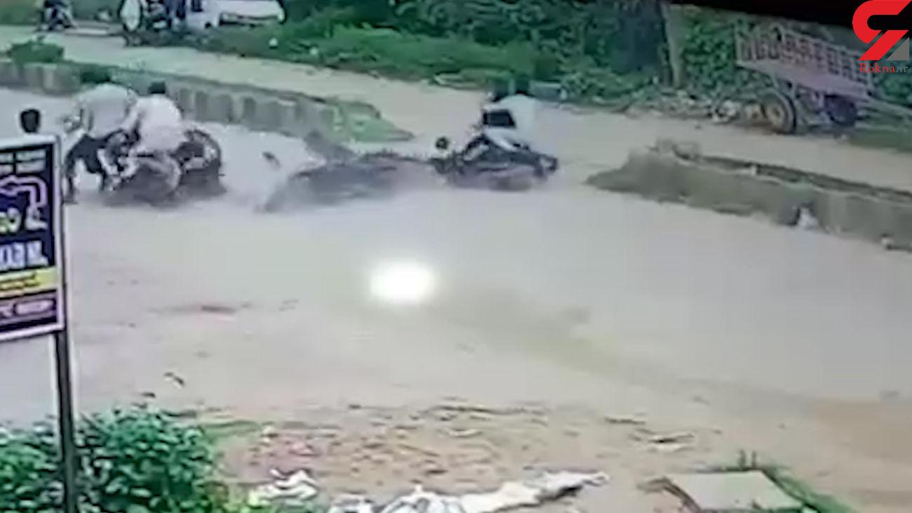 تصادف همزمان چهار موتورسیکلت در هند + فیلم