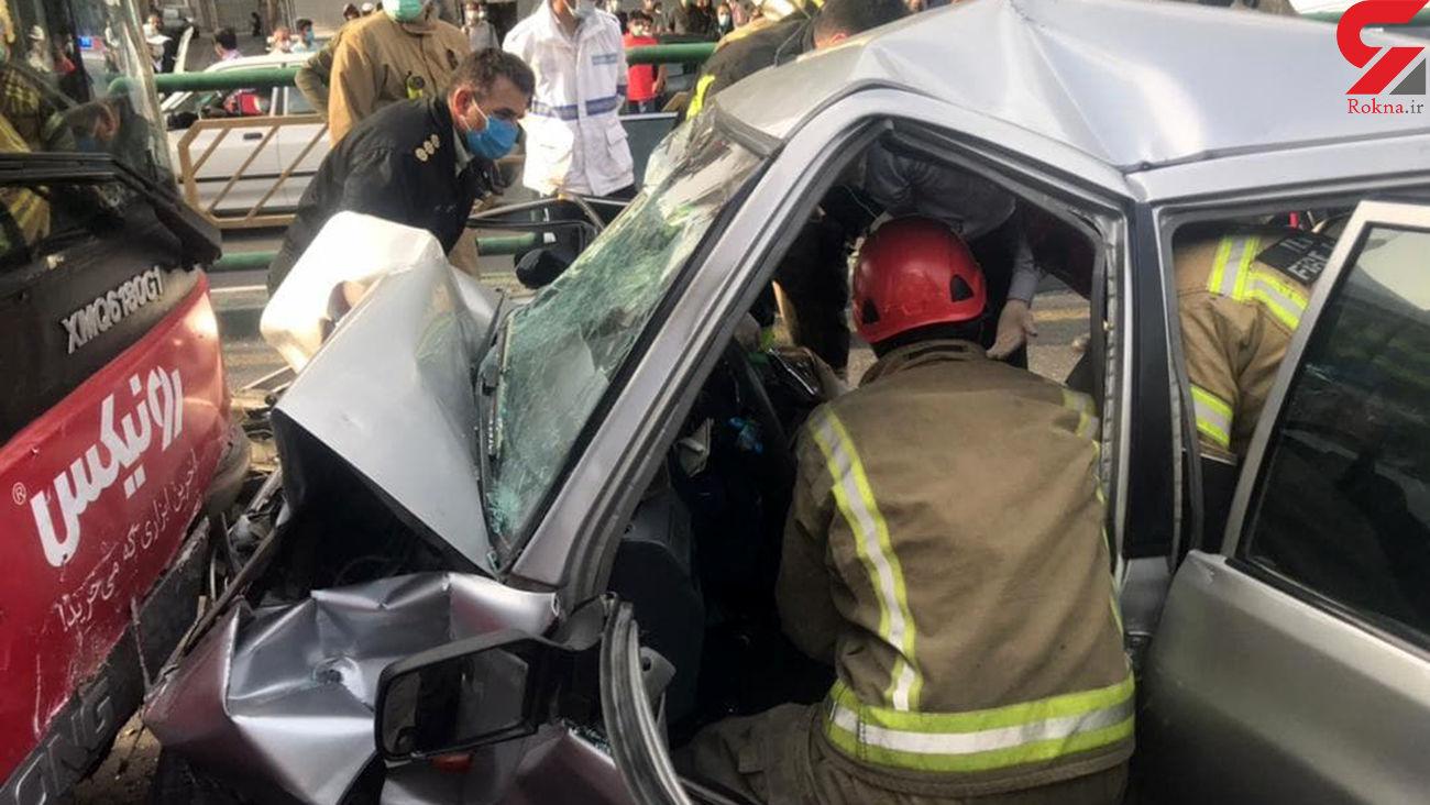 پراید در تصادف با اتوبوس بی آر تی پرس شد + 5 عکس و فیلم