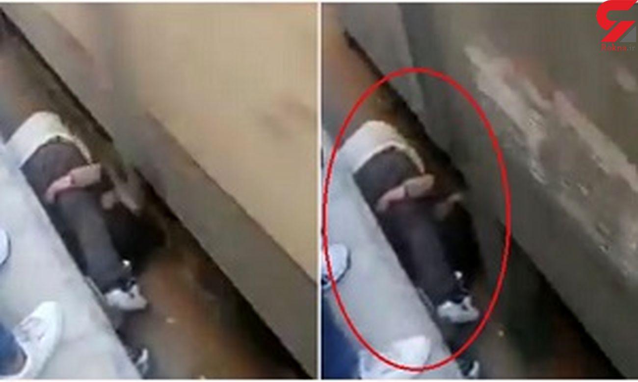 اقدام شوکه کننده یک مرد برای نجات فرزندش + فیلم / مصر