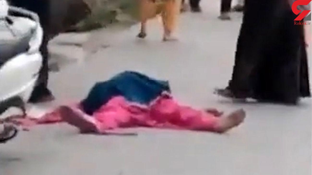 فیلم لحظه قتل هولناک یک زن به دست هوویش در خیابان