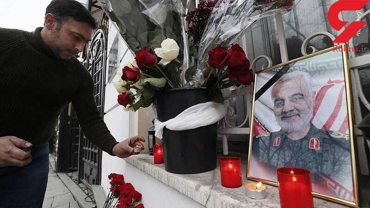 ادای احترام مردم روسیه به سپهبد سلیمانی در مقابل سفارت ایران در مسکو