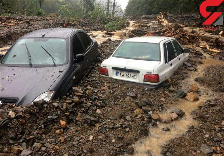 عکسی عجیب از دفن شدن خودروها در سیل شدید مازندران