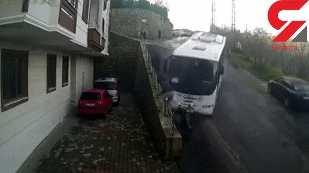 فرار معجزه آسای سه عابرپیاده از مقابل اتوبوس مرگ+فیلم و عکس