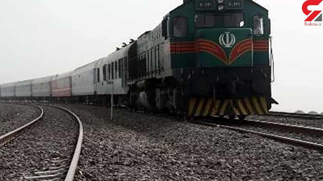 طوفان شن قطار  مسافری زاهدان به کرمان را از ریل خارج کرد