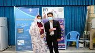 تازه عروس دامادها در یزد واکسن کرونا دریافت می کنند