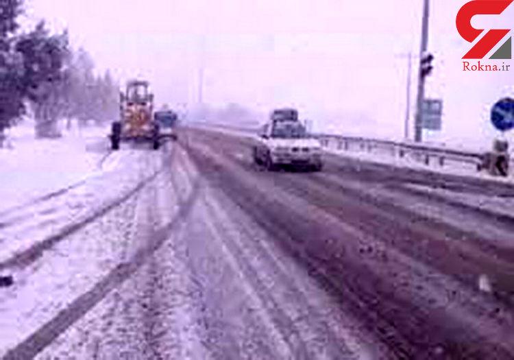 نجات جان 35 مسافر گرفتار در برف در جاده جغتای سبزوار