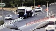 خطری که به خیر گذشت/ تانکر سوخت روی جدول میانی بزرگراه آزادگان ! +عکس