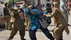 رفتار نامناسب گشت ارشاد هندی ها با دختر جوان!  + عکس