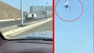 فیلم عجیب از لحظه چپ کردن ماشین / راننده ناگهان از آسمان افتاد