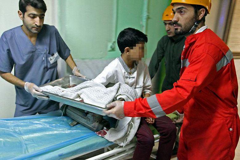 کودک کار در رستوران معروف دچار حادثه وحشتناکی شد+عکس