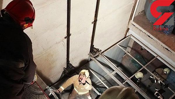 وحشت 100 نفر از آتش سوزی بامداد امروز  آسانسور برج 12 طبقه شمال تهران+عکس