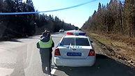لحظه زیرگرفتن مامور پلیس در سرعت ماشین شاسی بلند+ فیلم