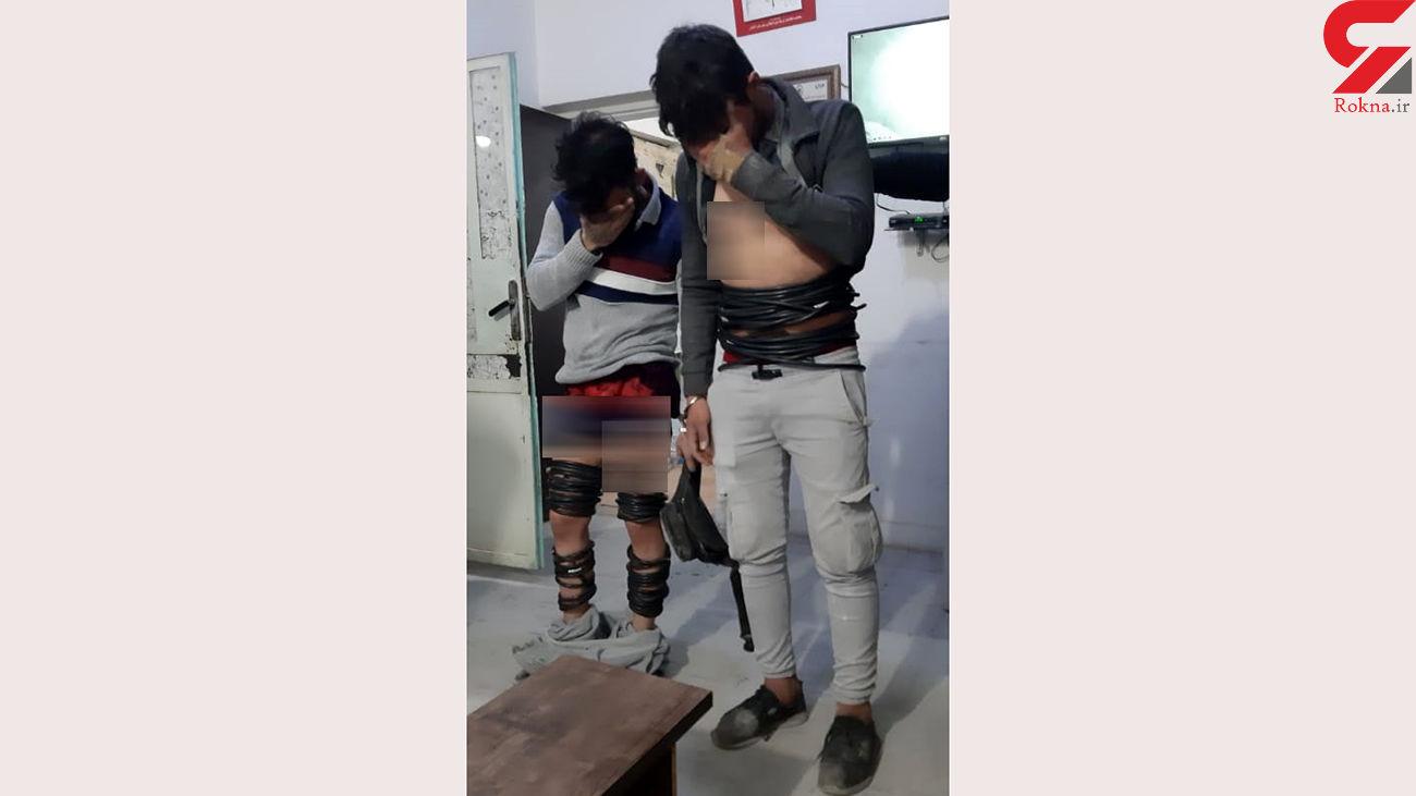 عکس / دزدان کابل های سرقتی را دور بدن شان پیچاندند