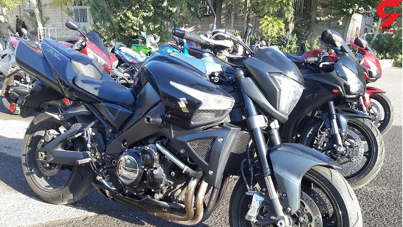 توقیف 2 موتور سیکلت قاچاق در نکا
