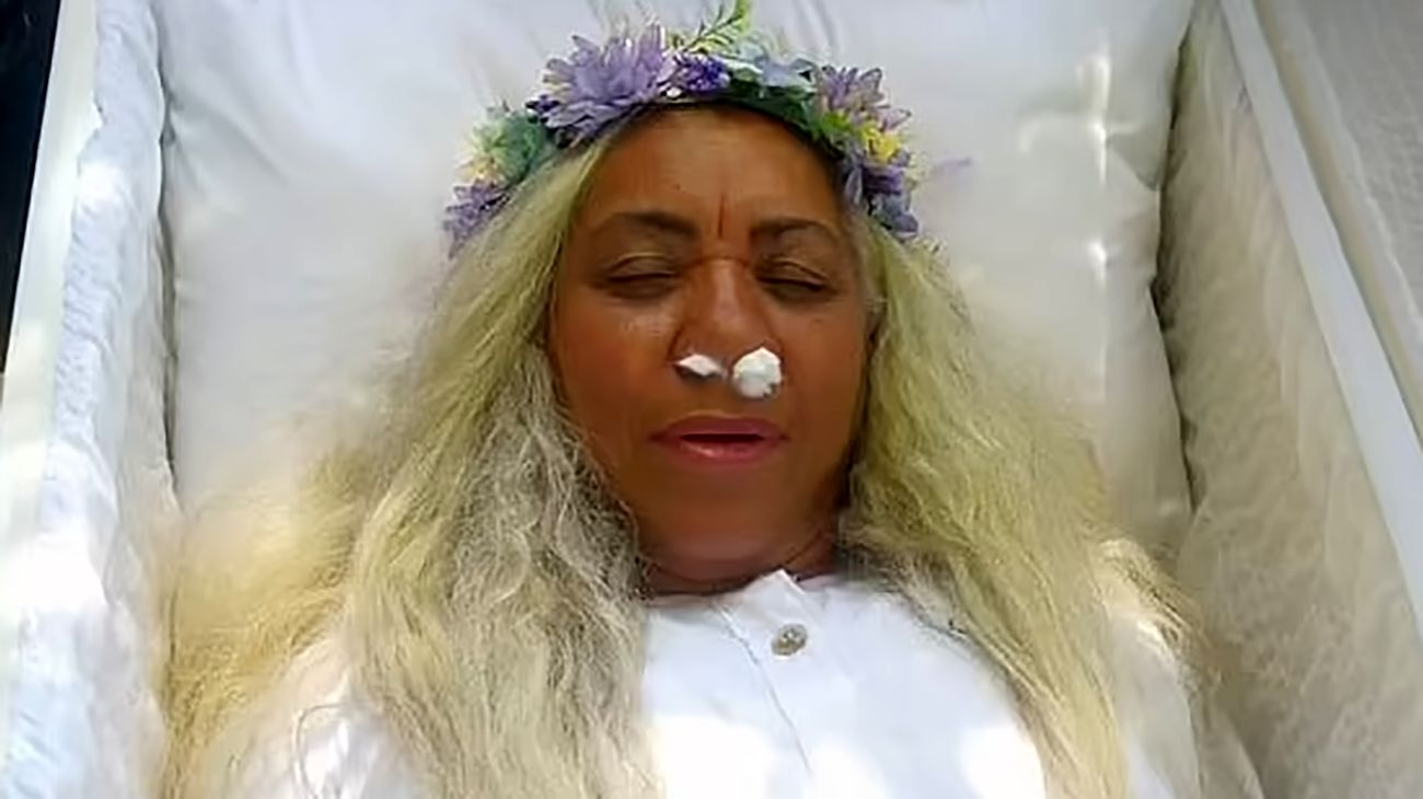 Woman rehearses for her own FUNERAL by lying in a coffin for hours and watching her loved ones 'mourning' her death in bizarre Dominican Republic ceremony