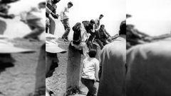 تصویری دیده نشده از آیت الله هاشمی رفسنجانی در حال پریدن از دیوار