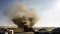 تصاویر هولناک از آتش سوزی خودروی پراید در اتوبان قزوین