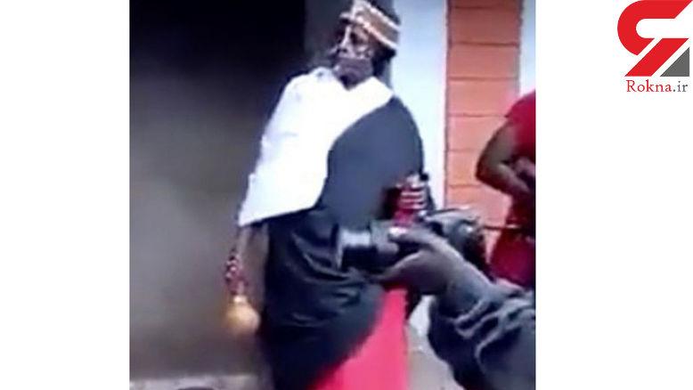 درخواست عجیب و بی شرمانه رمال زن  / عروس و داماد در برابر چشمان او برهنه زیر پتو رفتند! +عکس