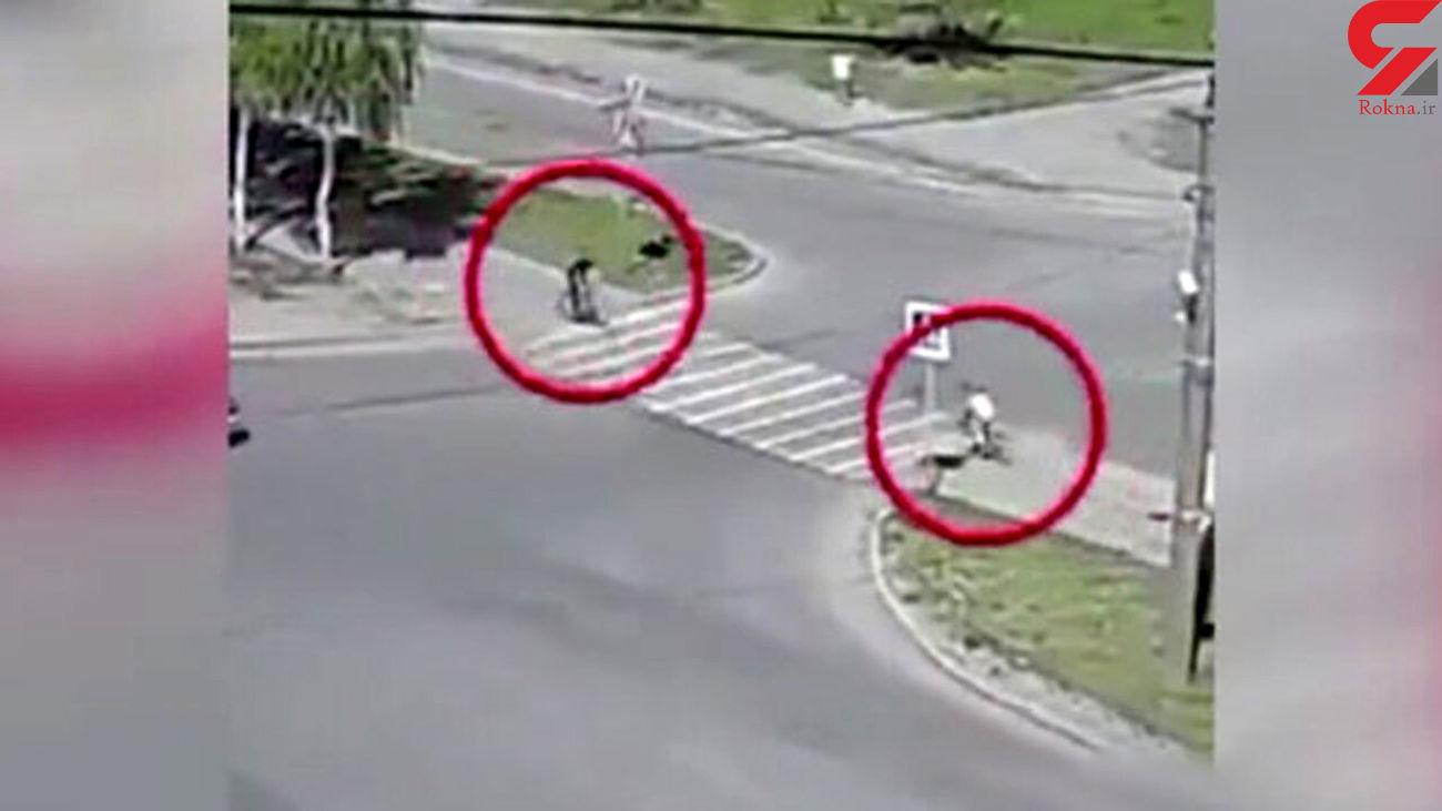 فیلم لحظه تصادف 2 دوچرخه سوار